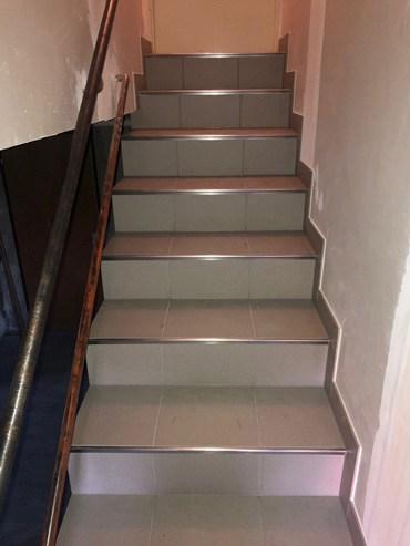 Escalier intérieur en carrelage